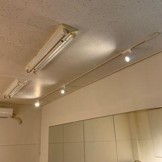 レンタルスタジオLoulou(ルル)室内 スポットライト 壁面ミラー