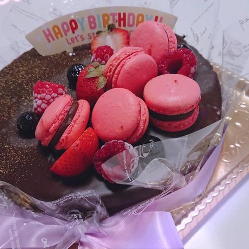 Nouvelle cinq ヌーベル・サンクのマカロン チョコレート デコレーションケーキ