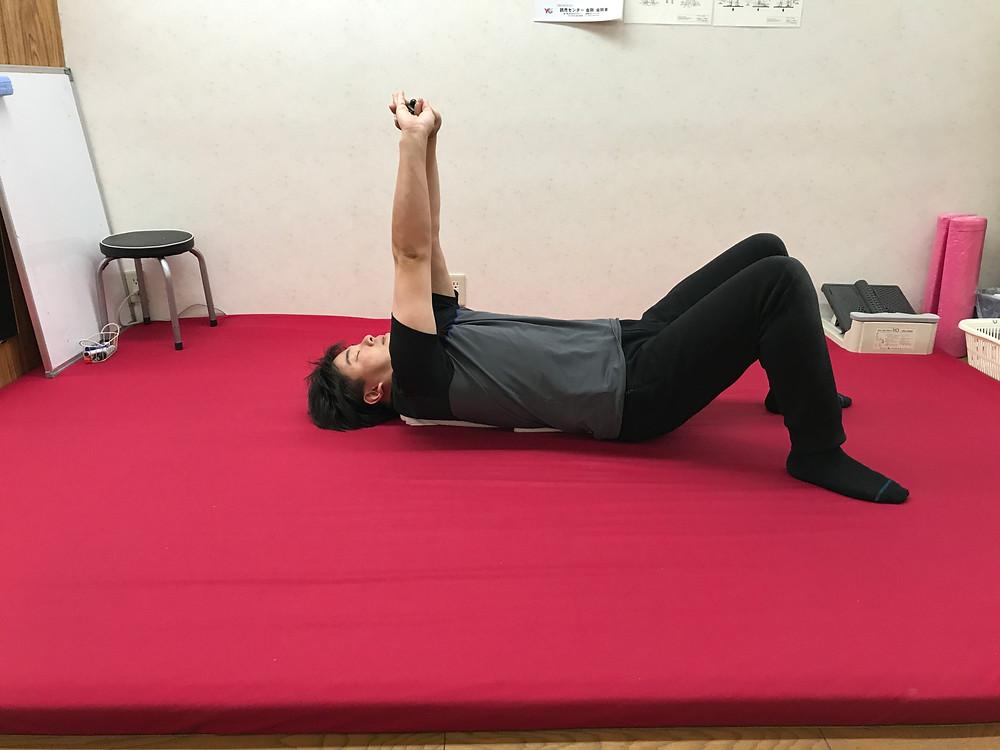 大阪富田林 こんごう体育整体院 肩から腰にかけてのストレッチ