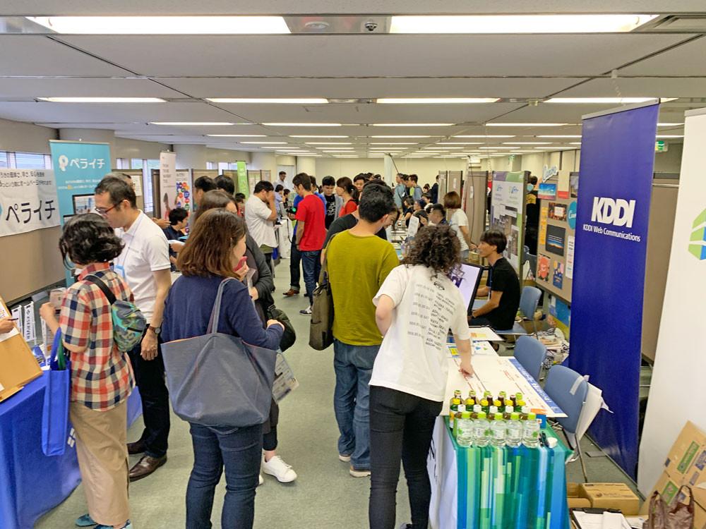 20のブースが並ぶ 名古屋国際センタービル4Fフロアの会場