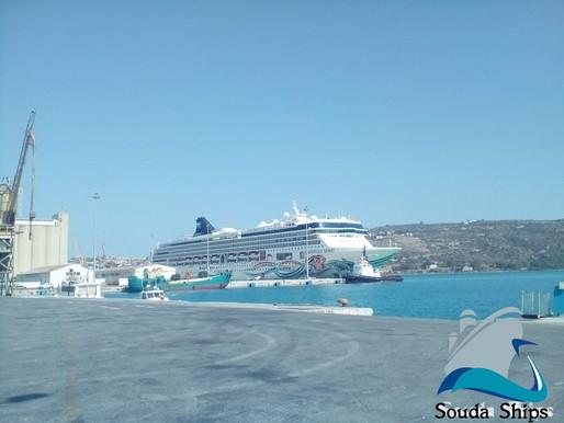 Το κρουαζιερόπλοιο Norwegian Spirit στο λιμάνι της Σούδας