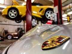 More Porsche service! 🇩🇪 -_-_Oil chang