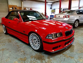 A beautiful Brilliant Red S52 M engine s