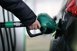 0_A-motorist-uses-a-pump-as-they-re-fuel