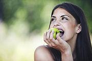 Comendo maça