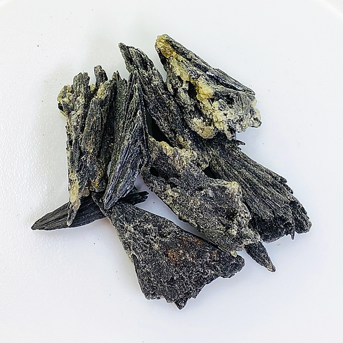 Black kyanite (100 grams/0.220 LB) or (1 Kg / 2.20 LB)