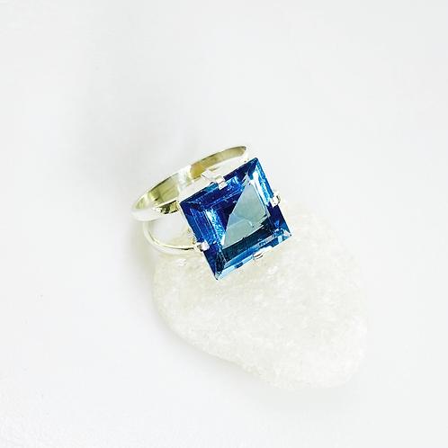 Ring (Blue Topaz)