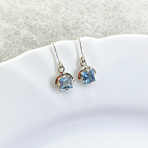 Dangle Earring (Aquamarine)