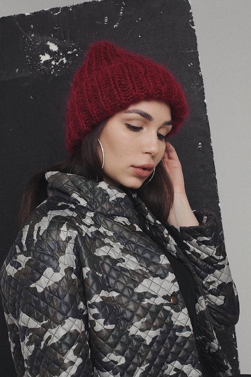Обьемная шапка из пушистого мохера и шерсти вцвете бордо.