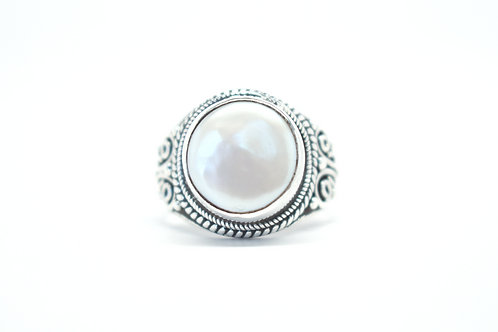 Mabe Pearl Moon Ring