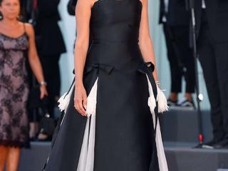 Penélope Cruz protagoniza la alfombra roja inaugural de Venecia
