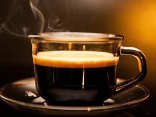 Fins a tres tasses de cafè al dia és saludable i allarga la vida, segons l'OMS