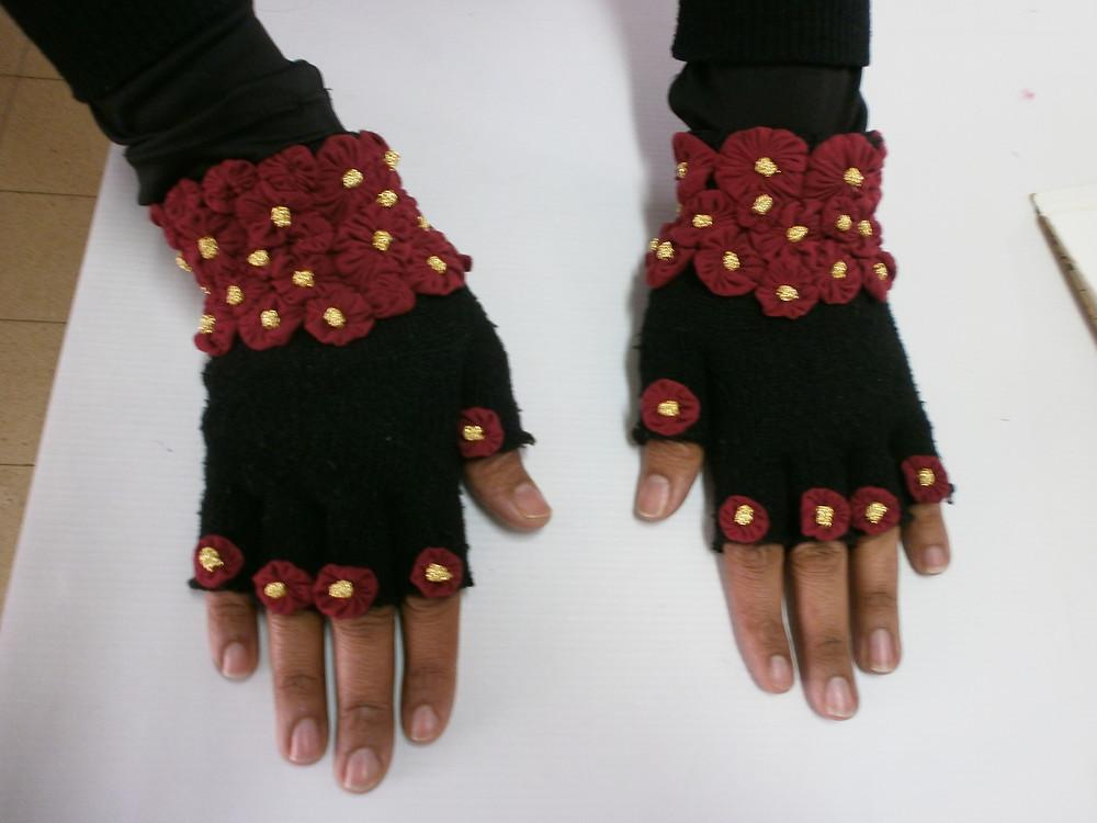 Gloves with yoyos