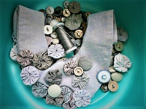 Yoyos and fabric buttons