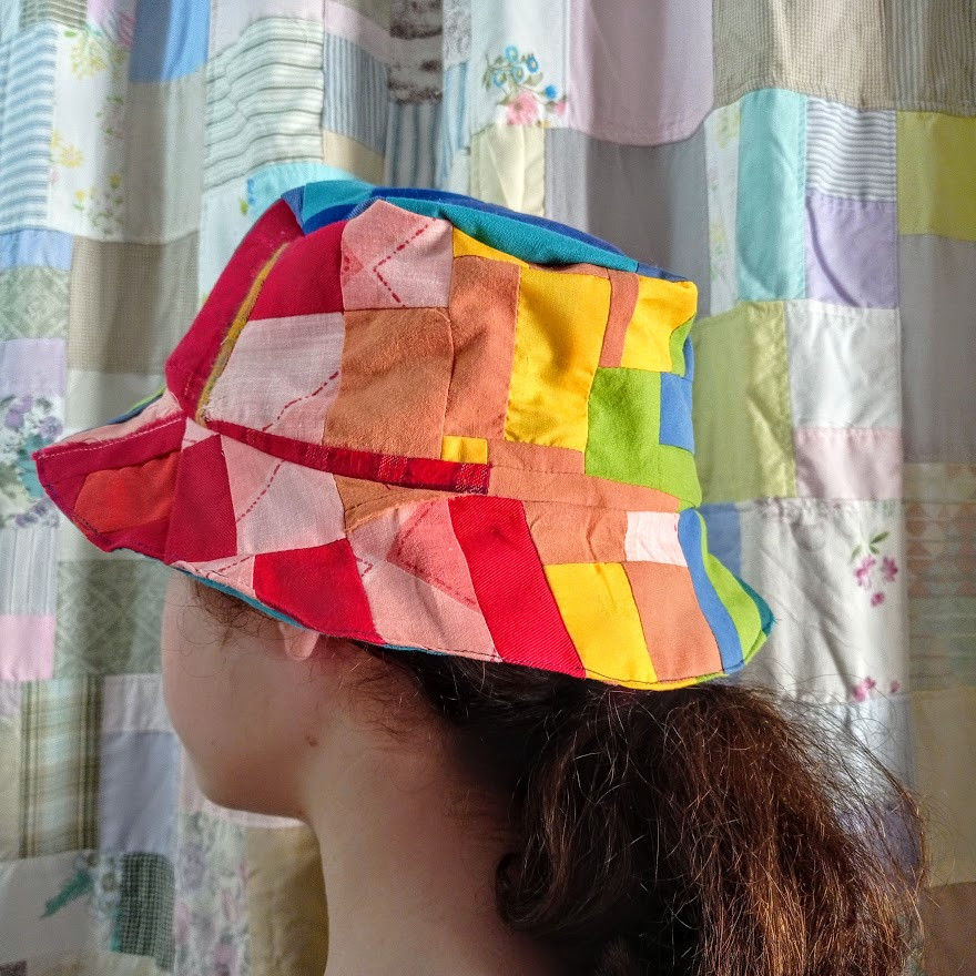 Her lined bucket hat