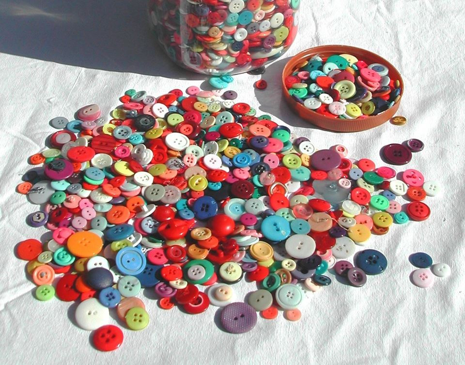 Buttons of many colors at Priganart