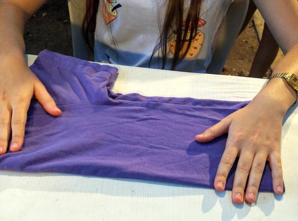 מקפלים חולצות