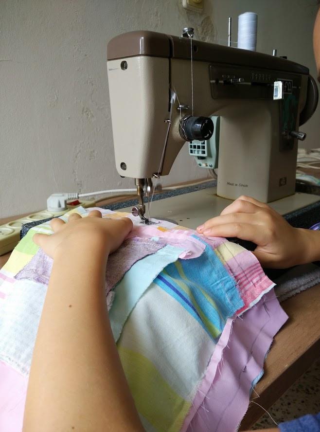 Randomly machine stitching