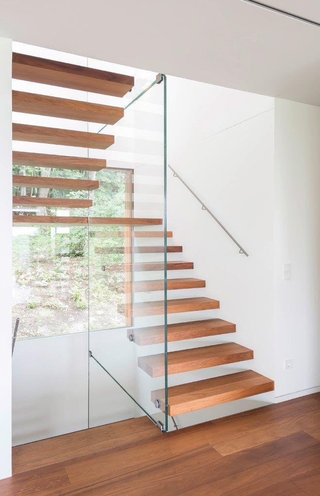 TREPPE IN HOLZ & GLAS