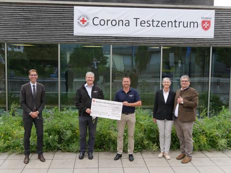 Kleines Dankeschön: 1.500 Euro für ehrenamtliche Arbeit des BRK-Testzentrum