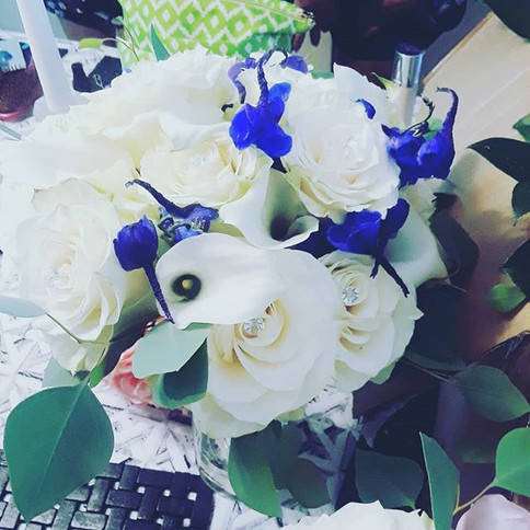 Nicole's white bouquet with a touch of t