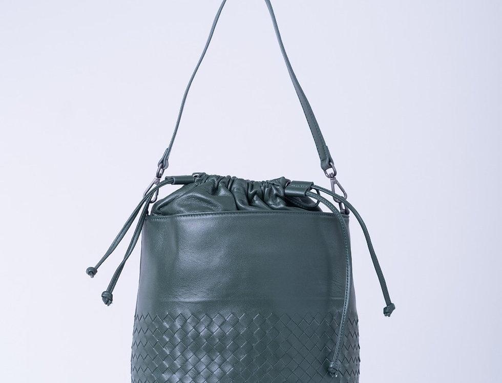 手工編織設計水桶型斜背真皮包