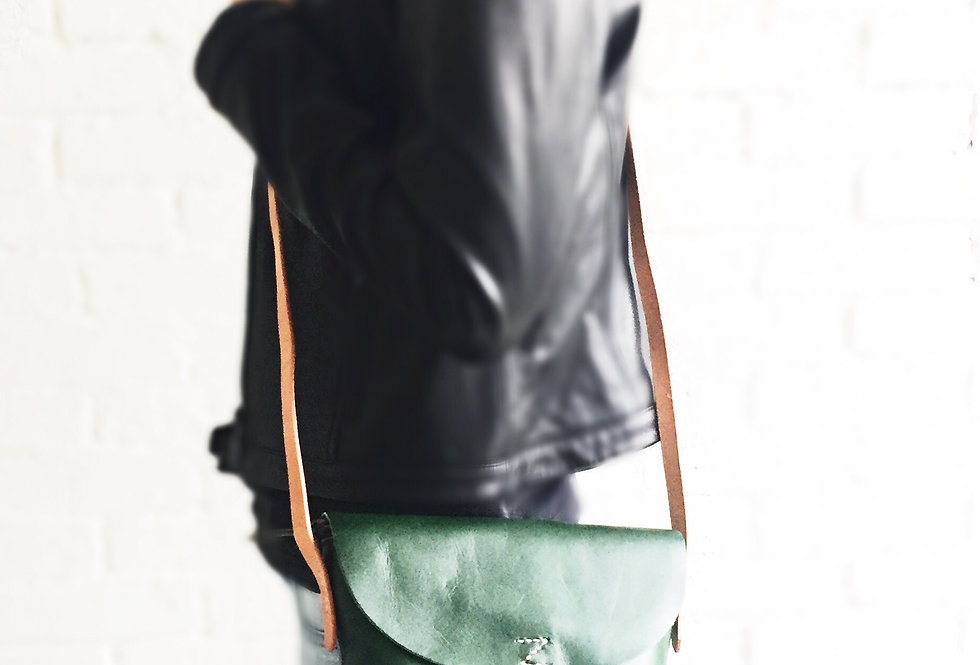 日式牛皮手縫Z字斜背包