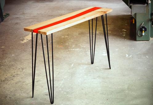 Table_résine_bois_et_métal_1.jpg