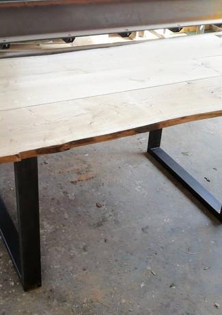Table live edge