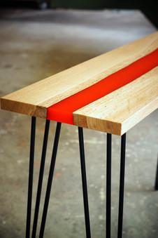 Table_résine_bois_et_métal_2.jpg