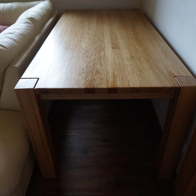 Stůl z masivu