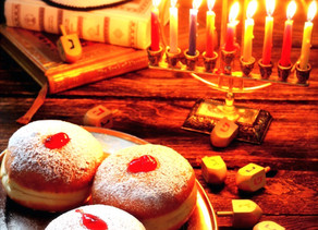 Ха́нука  — праздник света  — חַג הָאוּרִים