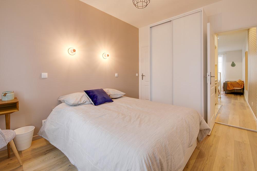 Chambre moderne beige nude tollens par Lisa Bronsztejn