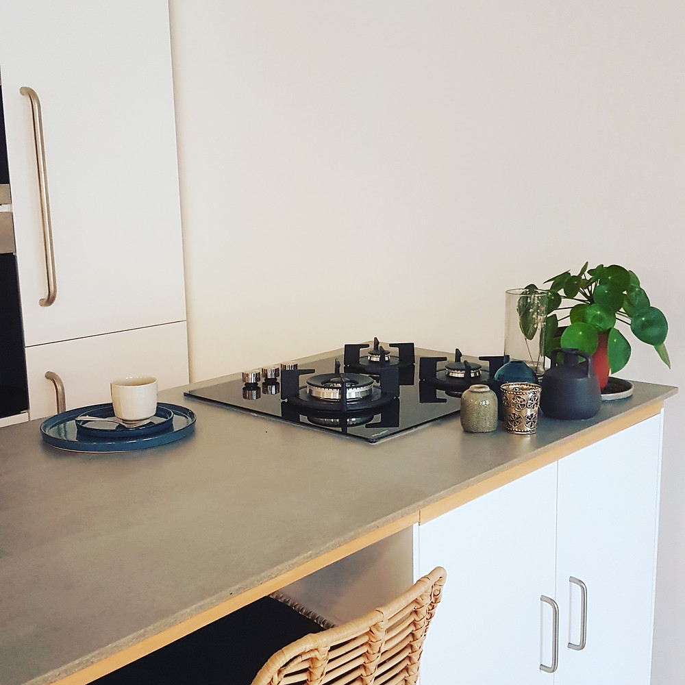 Plan de travail en viroc réalisé dans le cadre d'un aménagement de cuisine, par Lisa Bronsztejn