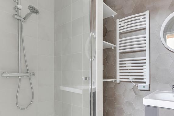 Salle de bain gris rénovation