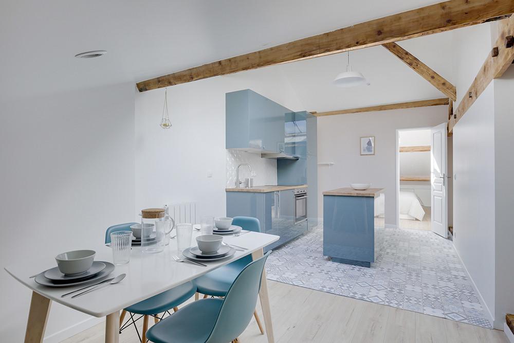 Cuisine bleue nordique poutres scandinave vintage carreaux de ciment idées