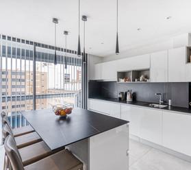 cuisine luxe marbre amenagement tendance renovation appartement travaux-decoration lyon architecte intérieur studiolb lisa bronsztejn boileau