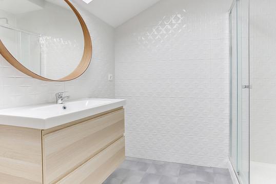 Salle de bain combles aménagés scandinave