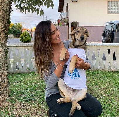 """Bruna Uncini criou projeto """"Ajude um animal de rua"""" em 2016"""