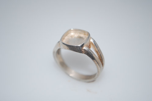 LR1010  Sterling silver ring for 10 x 10 cab