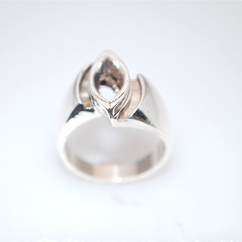 LR1206   12x6 marque and channel silver ring