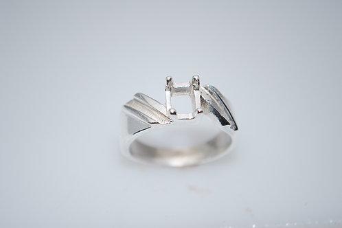 LR06004 EM cut center silver ring w/channels