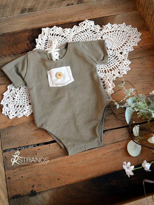Ecru Short Sleeve Pocket Onesie | newborn