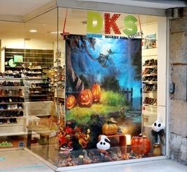 Vitrine Halloween 2020 chez DKS Grenoble chaussures bébé et enfant dégriffées