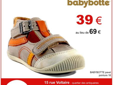 Chaussures bébé debout garçon