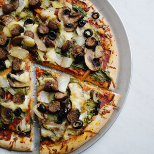 Easy Dinner Recipes: Veggie Pizza with Vegan cheese drizzle