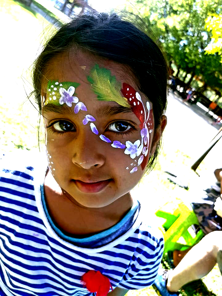 Hawaiian Girls Face Paint Design