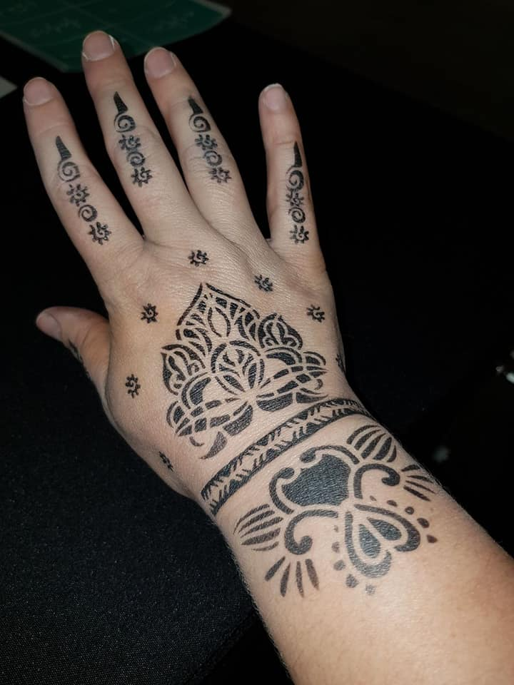 Henna Hand Tattoo - Temporary Tattoo
