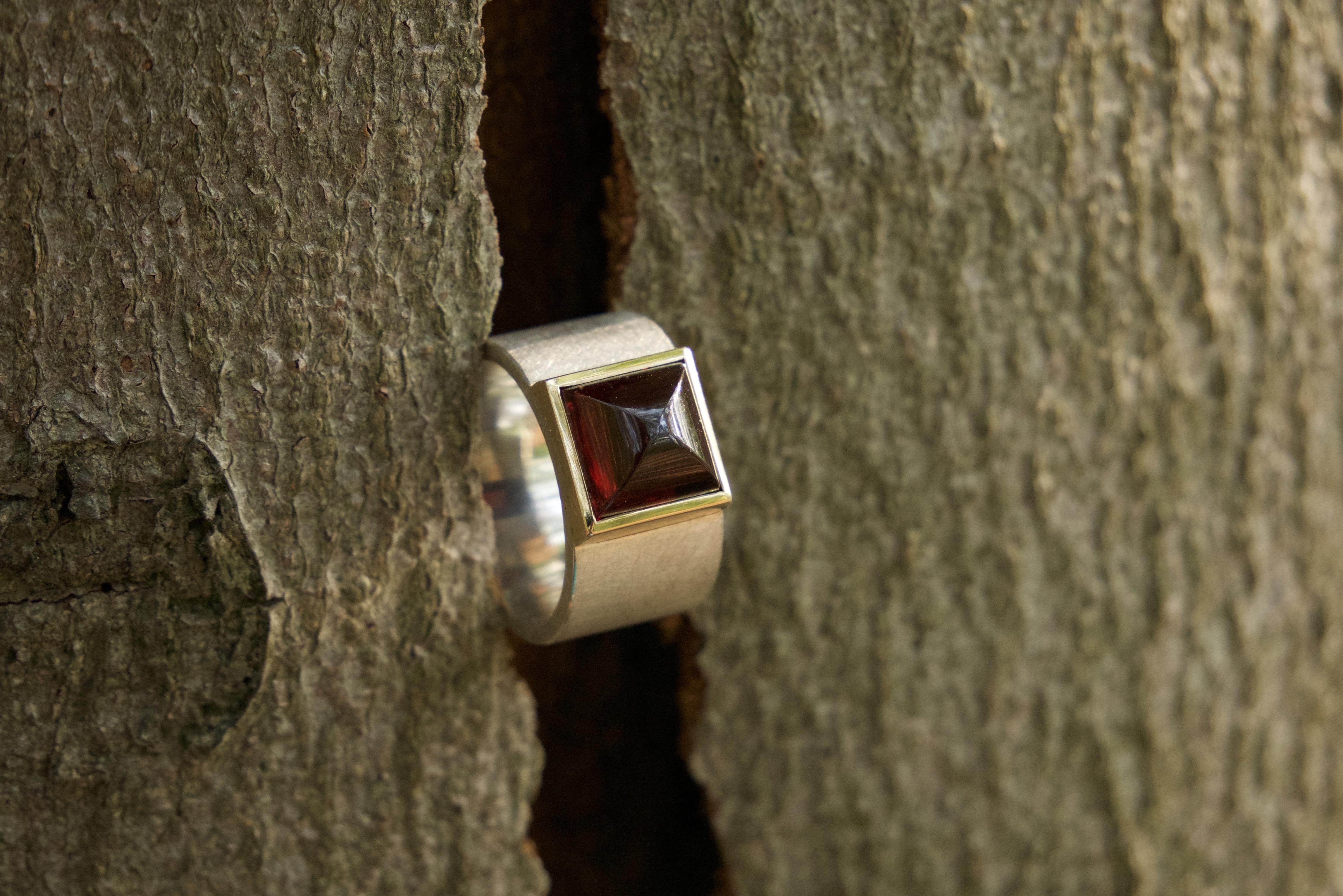 D4 - Ring ,,Rote Bischofsmütze''