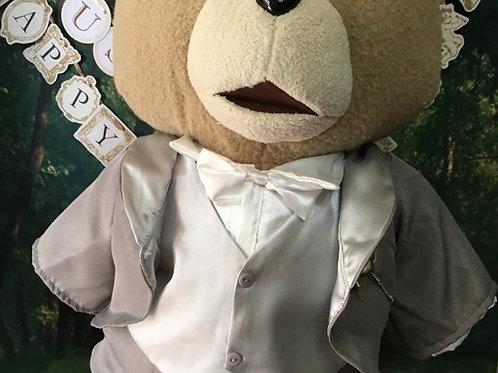 身長53cmの「テッドXLプレミアムぬいぐるみ」に着せられるタキシードとドレスセット